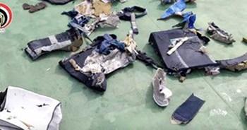 العثور على الصندوق الأسود الثانى للطائرة المصرية المنكوبة
