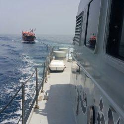 العثور على لنش صيد عماني تعطل محركهم في عرض البحر