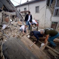 زلزال بشدة 6.2  يضرب وسط إيطاليا.. ووفاة ما لا يقل عن 6 أشخاص